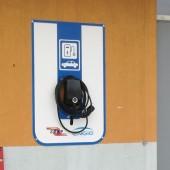 Zdjęcie stacji ładowania samochodów elektrycznych - fot. ZZSP