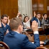 Radni MRMZ głosują przez podniesienie ręki