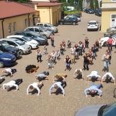 Pompki i przysiady wykonują pracownicy Urzędu Miasta Zgierza