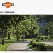 zdjęcie parku miejskiego z logo Planete+