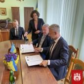 Podpisanie dokumentu Umowy o Współpracy Partnerskiej przez Prezydenta Miasta Zgierza oraz Przewodniczącego Maniewickiej Rady Wiejskiej