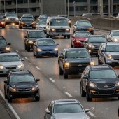 Jadące samochody - fot. pixabay.com (domena publiczna)