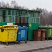 kolorowe pojemniki na odpady segregowane