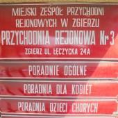 Tabliczki informacyjne na budynku MZPR