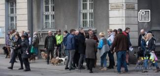 Protest przed budynkiem muzeum w dniu 10.03.2018 r.