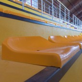 Nowe krzesełka na trybunach hali MOSiR