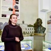 Beata Małecka - prawnuczka włodarza i autorka rzeźby (popiersia Jana Świercza)