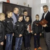 Młodzi piłkarze MKP Boruta Zgierz w gabinecie Prezydenta Miasta Zgierza