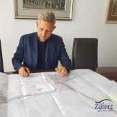 Podpisanie wniosku o dofinansowanie przez Prezydenta Miasta Zgierza
